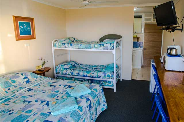 Bowen accommodation family room with 1 queen and 2 single beds